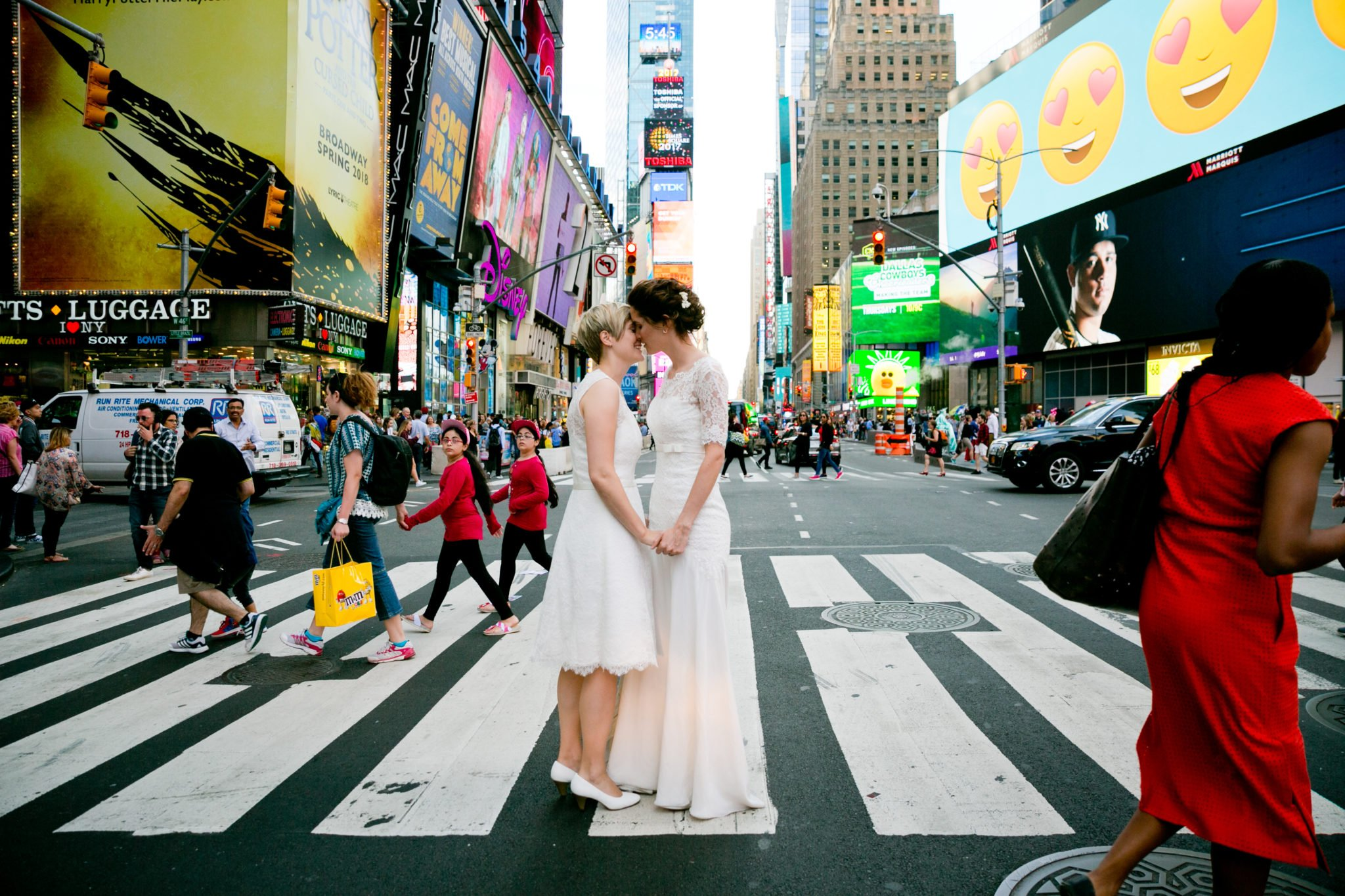 Brautfoto von Yvonne & Michelle am New York Time Square.